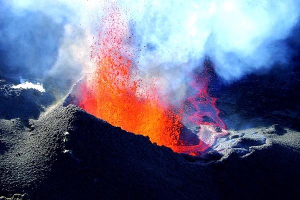 Eruption du Piton de la Fournaise Autotour Découverte de la Réunion2* Saint Denis Reunion