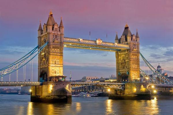 http://static.promovacances.com/photos/vacances-angleterre/londres/london-bridge_127431_pgbighd.jpg