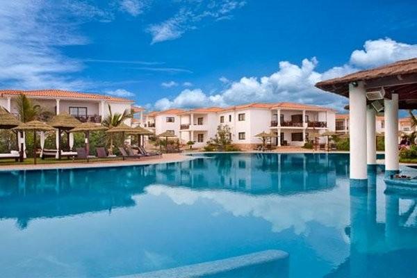 Hotel m lia tortuga beach ile de sal cap vert promovacances for Piscine cap vert