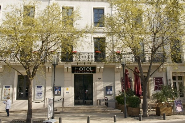 Hotel appart 39 h tel le cheval blanc nimes france languedoc for Appart hotel nimes