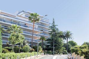 France Provence-Cote d Azur-Juan Les Pins, Résidence locative Pierre & Vacances La Rostagne