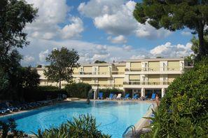 France Provence-Cote d Azur-Saint Raphael, Résidence locative Maeva La Corniche d'Or