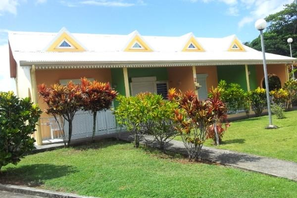 Façade - Villa Bleu Marine + location de voiture Résidence hôtelière Villa Bleu Marine + location de voiture Fort De France Martinique