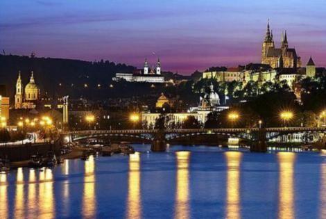 Vue nocturne de Prague Hôtel Chaine Euroagentur4* Prague Republique Tcheque