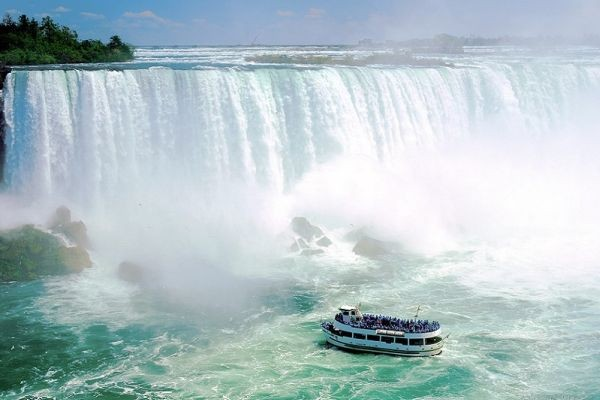 Niagara Falls - Chutes américaines - Croisière Maid Of The Mist Circuit Saveurs Gaspesiennes Toronto Canada