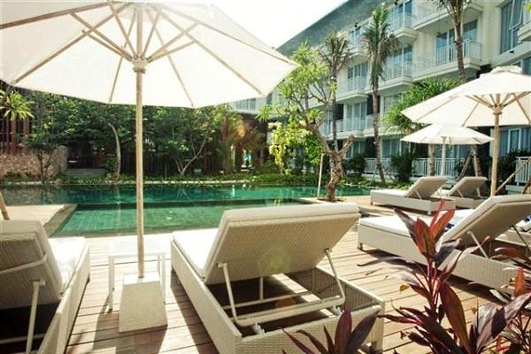 Piscine - - Balnéaire à Kuta à l'hôtel Fontana + The Ubud Village Hotel Combiné hôtels - Balnéaire à Kuta à l'hôtel Fontana + The Ubud Village Hotel4* Denpasar Bali