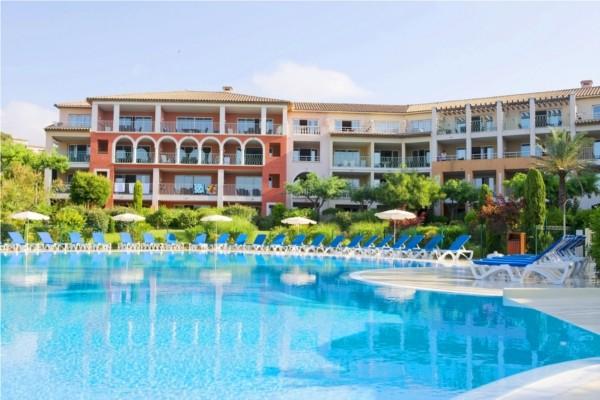 Hotel pierre vacances les calanques les issambres france for Residence vacances avec piscine