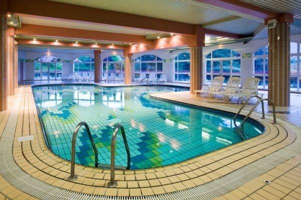 Hotel la villa marlioz aix les bains france rhone alpes for Piscine aix les bain