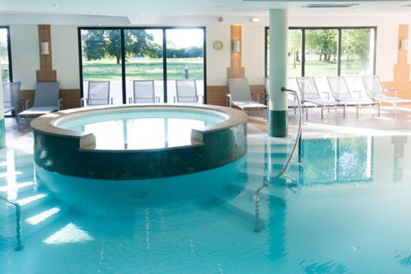 Hotel la villa du lac divonne les bains france rhone alpes for Hotel piscine interieure rhone alpes