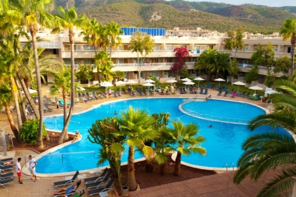 Hotel look a palma caliu mar palmanova baleares for Piscine baleares