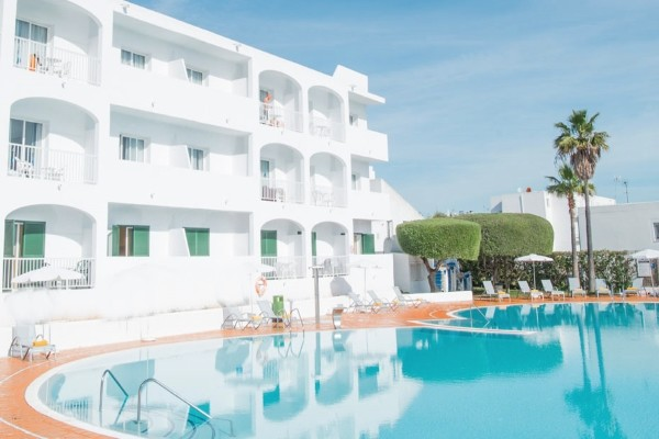 Hotel top clubs cala d 39 or 3 toiles majorque cala d 39 or for Piscine baleares