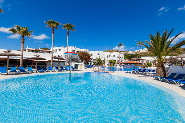 Hotel framissima carema club resort minorque baleares for Piscine baleares