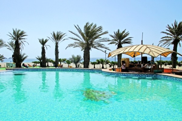 Hotel foya branca resort hotel and villas sao vicente cap for Breistroff piscine cap vert