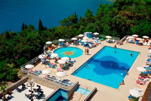 Vue de la piscine - Allegro en Pension Complète et boissons Hotel Allegro en Pension Complète et boissons3* Pula Croatie