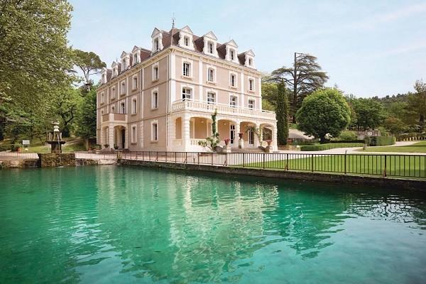 Hotel domaine de ch teau laval gr oux les bains france for Club piscine entrepot laval