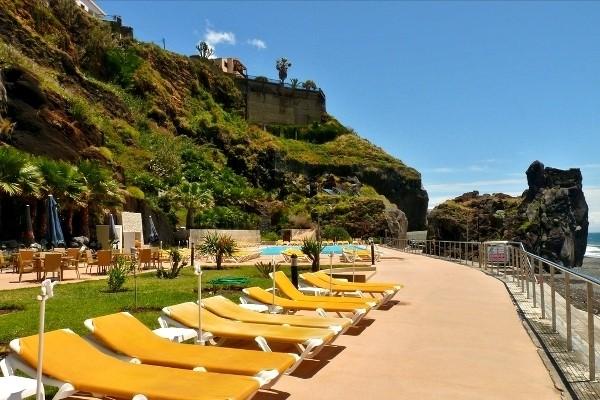 Terrasse avec piscine - Orca Praia Hôtel Orca Praia3* Funchal Madère