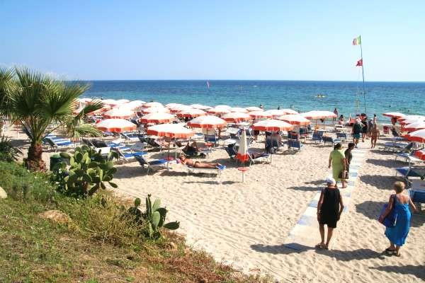 la plage privée et aménagée - Lipari Hotel Lipari4* Palerme Sicile et Italie du Sud
